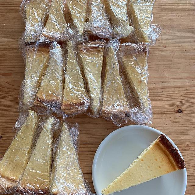 チーズ 切り コストコ 方 ケーキ コストコのチーズケーキのカロリーや値段・賞味期限は?上手な切り方紹介