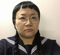 """髪型迷う近藤春菜が""""前髪短め&三つ編みおさげ""""姿"""