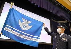 航空自衛隊「宇宙作戦隊」に授与された隊旗=18日午後、東京都新宿区(萩原悠久人撮影)