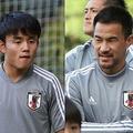 (左から)日本代表MF久保、FW岡崎【写真:Football ZONE web】