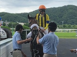 【土曜福島6R/新馬】戸崎「雰囲気のいい馬」ディープインパクト産駒のマジックキャッスルが制す