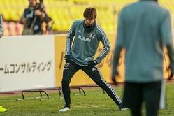 スタジアムで前日練習を行なった日本代表。伊東もキルギス戦へ気合いを漲らせた。写真:山崎賢人(サッカーダイジェスト写真部)