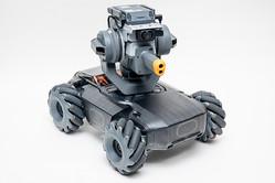 DJIがドローンのロボット技術で開発した教育用ロボットDJI「RoboMaster S1」