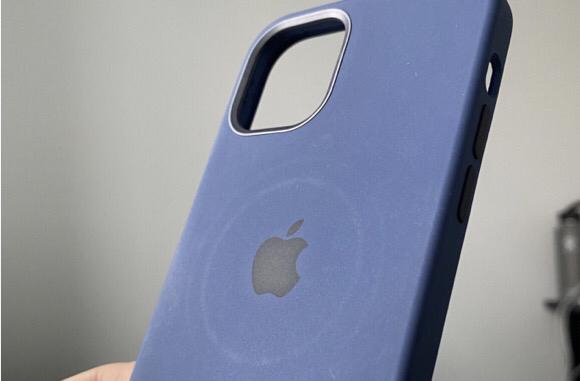 Appleが警告「MagSafeでの充電でケースに円形の跡がつく可能性」