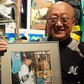当時20歳のイチロー氏の訪問を受けた際の写真を掲げる前野重雄さん【写真:宮脇広久】