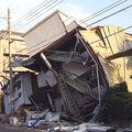 地震のときに危険か…壁や柱を押してみて「揺れる家」の弱さ