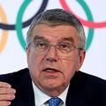 スイスのローザンヌで4日、記者会見する国際オリンピック委員会のバッハ会長=ロイター