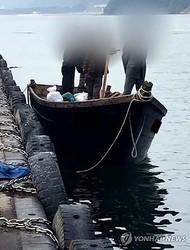 15日、三陟港に着いた漁船(KBS提供、転載・転用禁止)=(聯合ニュース)