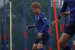 6月2日から全体練習を行なったFC東京。大卒ルーキーの安部はコンディション調整に励む。写真:FC東京