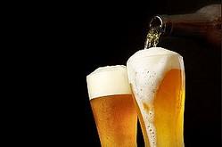 中国メディアは、韓国のある飲み屋には「日本のビール1杯100万ウォン(約91万7000円)」というとんでもない値段の張り紙が掲示されており、韓国における日本製品ボイコットの象徴的な事象になっていると伝えた。(イメージ写真提供:123RF)