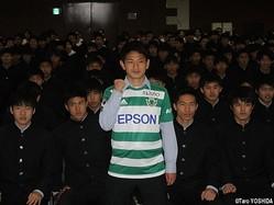 同級生たちの前で、プロでの活躍を誓ったFW村越凱光