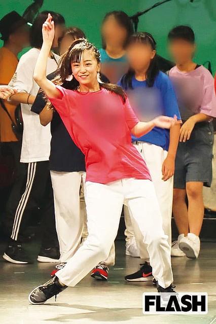 佳子さまがダンス披露 10人以上の警護スタッフが立つなど超厳戒
