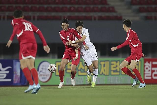 北朝鮮のラフプレーに韓国で批判 平壌でのサッカー無観客試合