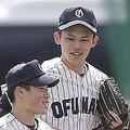 5月6日の高田高校戦に出場。この日は登板せず外野の守備に。手前の野手と比べると背の高さは一目瞭然