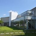 清須市立図書館(Asturio Cantabrioさん撮影、Wikimedia Commonsより)