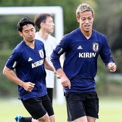 日本代表の主役の座を争ってきた香川(左)と本田(右)。 (C) Getty Images
