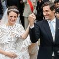 仏パリにある旧廃兵院アンバリッドのサンルイ教会で、結婚式を挙げたジャン・クリストフ・ナポレオン氏(右)とオリンピア・アルコツィネベルクさん(左、2019年10月19日撮影)。(c)FRANCOIS GUILLOT / AFP