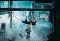 """バイク爆走・大爆破・ヘリ操縦・スカイダイビング……トム・クルーズと江戸川コナンの""""驚愕アクション""""を比較!"""
