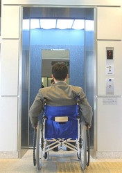 エレベーターの鏡の意味は?
