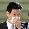 官邸に入る西村康稔経済再生担当相=2021年6月18日午前9時56分、上田幸一撮影