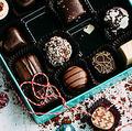 人はチョコレートの味を味覚以外でも評価? パッケージが影響するか