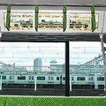 電車内広告の現状 紙の中吊りよりも劇的に増えたデジタル媒体