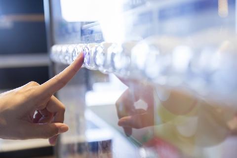 [画像] お酒の自販機が「絶滅の危機」、20年前の1%強に…国税庁は撤廃方針