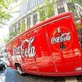 アトランタの街で停車中のコカ・コーラトラック