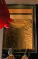 首里城正殿は床の一部がガラス張りになり、地下の遺構を見ることができた=国営沖縄記念公園(首里城公園)提供
