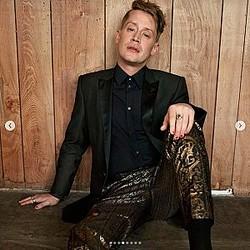 マイケル・ジャクソンについて語ったマコーレー・カルキン(画像は『Macaulay 'Instagram' Culkin 2020年2月12日付Instagram「In case you missed it, head to my stories for the link to the new @esquire featuring this guy that looks awfully familiar.」』のスクリーンショット)