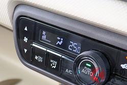 クルマの燃費にどう影響? カーエアコン「25度」設定にするのが良いワケ
