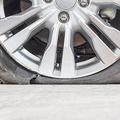 高速道路での車トラブル1位はパンクとバースト 空気圧不足に注意