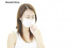 中国新聞社は10日、医療機関でインフルエンザの疑い例と診察された人、検査の結果、感染の陽性反応が出た人が過去3年間に比べて大幅に増加しているとする記事を発表した。資料写真。