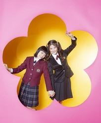 杉咲花×今田美桜 共に1997年生まれの2人/写真=西村康