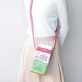 「白バラ牛乳」パッケージ型のポシェット ヴィレヴァンが発売