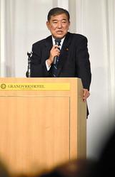 講演する自民党の石破茂・元幹事長=2019年10月5日、徳島市、鬼原民幸撮影