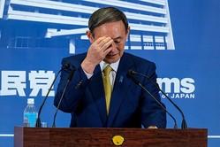"""菅首相と小池都知事は""""密""""に対策をとろうとしている(時事通信フォト)"""