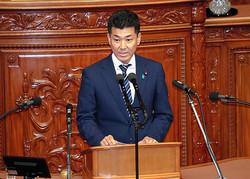 衆院本会議で代表質問に立つ立憲民主党の泉健太政調会長=2020年10月28日午後3時2分、岩下毅撮影