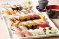 トロ、うに、いくらなど人気ネタも! 60種の高級寿司が食べ放題
