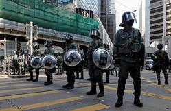 香港司法長官が英国で「暴徒」に襲われる、中国が非難 抗議デモ続く