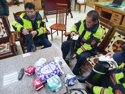 [画像] 高山の警察官、防寒対策に「生理用ナプキン」活用  カイロ代わりに/台湾