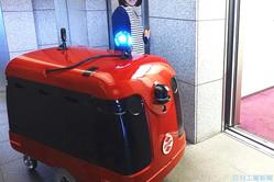 チカを実装した宅配ロボット(ロボット上部の球体がチカ)