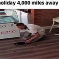 スマホに空き巣犯の姿が映りこむ(画像は『Metro Newspaper UK 2018年10月16日付「Cafe owner scares off burglar while on holiday 4,000 miles away」』のスクリーンショット)