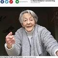逃げようとする泥棒に掴みかかったおばあちゃん(画像は『Mirror 2020年11月25日付「Fearless grandma fights off 'wee sh**e' burglar two days before her 90th birthday」(Image: Edinburgh Live WS)』のスクリーンショット)