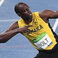 リオデジャネイロ五輪、陸上男子200メートル決勝で勝利し喜ぶジャマイカのウサイン・ボルト(2016年8月18日撮影)。(c) PEDRO UGARTE / AFP