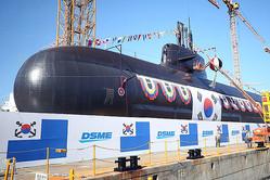 決意すれば、韓国は数カ月で核弾頭を製造可能——(写真は昨年行われた3000トン級潜水艦「安武」の進水式)