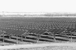 (写真)億利資源集団が徳勝村に建設した太陽光発電所