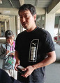 マツダスタジアムを訪れ、FA権を行使しないことを明言した長野(撮影・友成 貴博)