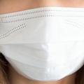 マスクの表裏どっちが正しい?代表的メーカーの着用法をチェック