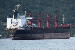 米領サモアのツツイラ島パゴパゴ港で留め置かれた北朝鮮籍の貨物船ワイズ・オネスト号=2019年7月11日、園田耕司撮影